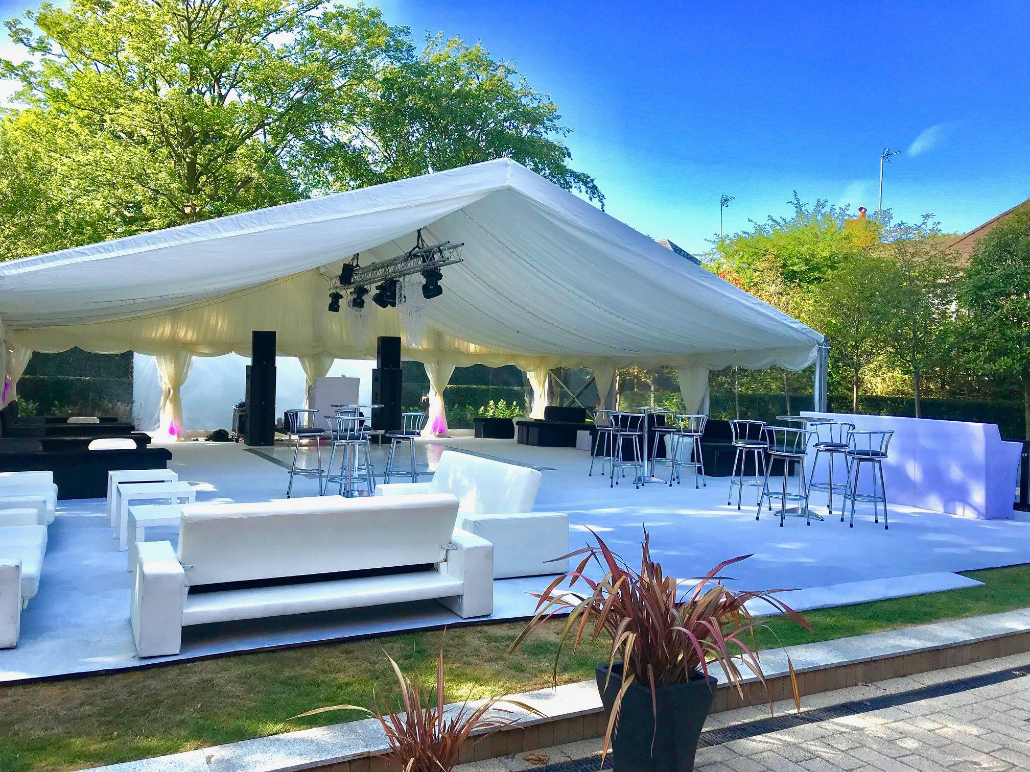 9 Reasons to hire a mobile bar for your next big event